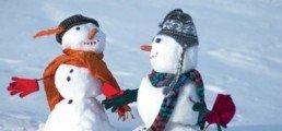 Bonhomme de neige fait sur le front de neige à Serre Chevalier lors de la garderie