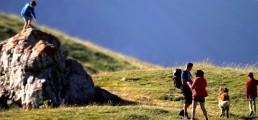 Famille en balade dans les montagnes de Serre Chevalier