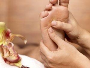 Massage des pieds par Isabelle Trombert, Atelier Ahimsa