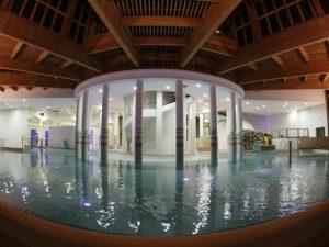 Vu de la piscine intérieur des bains de monêtier