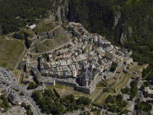 Vue du ciel de Briançon ville d'art et d'histoire au patrimoine de l'Unesco