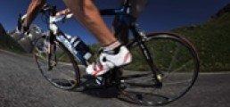 Cycliste en descendant vers Serre Chevalier