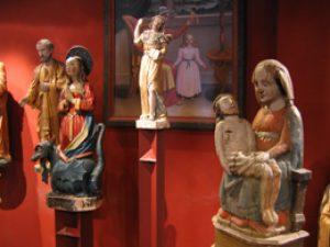 Plusieurs statue, peinture du musée d'art sacré des églises Monetier les Bains (Serre Chevalier 1500)
