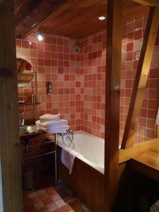 Chambre supérieure salle de bain ouverte sur la chambre