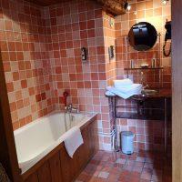 Salle de bain ouverte sur la chambre supérieure