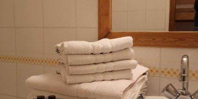 Salle de bain location Pré des Ors & Spa Piscine monetier les bains